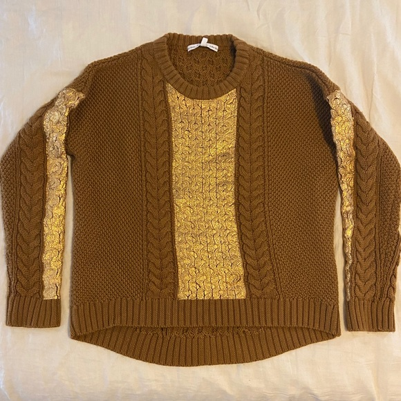 Wool sweater with gold woven detail